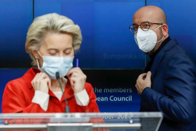 Ursula von der Leyen y Charles Michel, en un momento de su comparecencia tras la cumbre virtual.