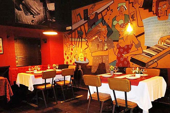 El Penta, icónico bar de Malasaña (Madrid), transformado en restaurante para poder reabrir.