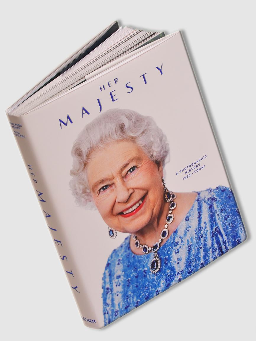 Ser reina de Inglaterra debe de ser un soberano engorro, pero a cambio...