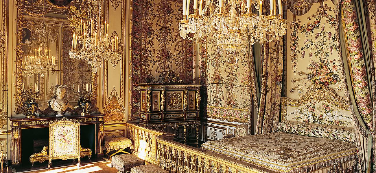 Con decoración del pintor de cámara Charles Le Brun (1619-1690),...