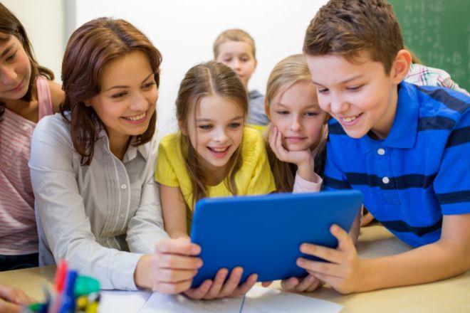PROFESORA MAESTRA CLASE NIÑOS TABLET INFORMATICA lt;HIT gt;EDUCACION...