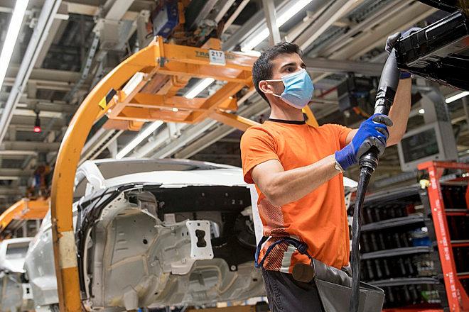 La industria del automóvil acelera en la reconversión de los profesionales del futuro