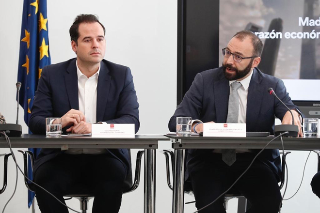 Madrid busca salvar la campaña de Navidad: 4.000 millones en juego