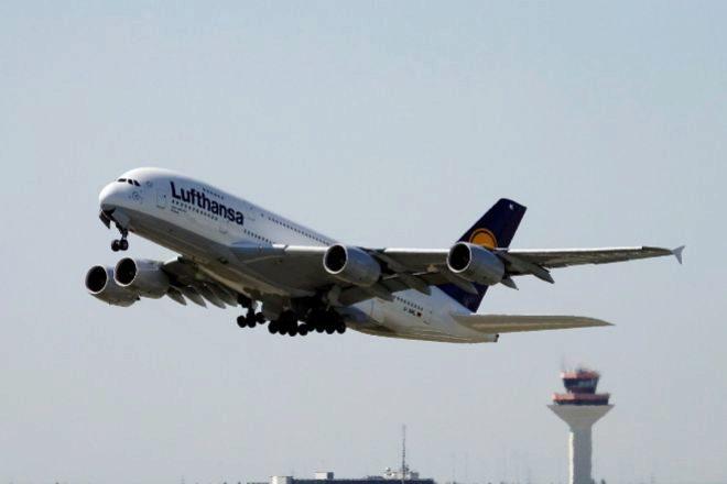 Avión Airbus A380-841 de Lufthansa en el aeropuerto de Fráncfort (Alemania).