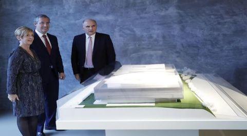 Javier García (Viralgen), a la derecha, en la presentación de la...