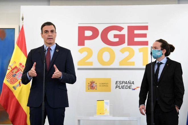 El presidente del Gobierno, Pedro Sánchez, y el vicepresidente segundo, Pablo Iglesias, durante la presentación de las claves de los Presupuestos.