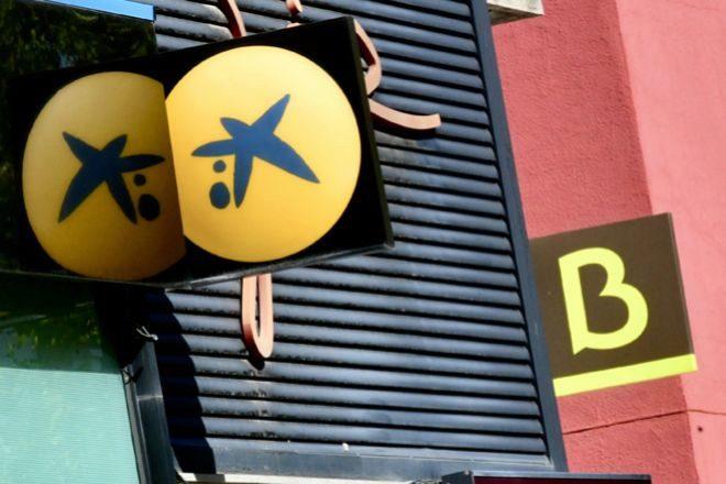Oficinas de CaixaBank y Bankia.