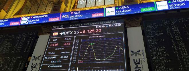 MADRID, 02/12/2020.- La Bolsa española cae el 0,22 % en los primeros compases de este miércoles, a pesar de los nuevos máximos registrados en la víspera en Wall Street, donde el mercado se vio impulsado por el optimismo de las vacunas contra el coronavirus y la vuelta de las negociaciones sobre nuevos estímulos económicos en EE.UU. EFE/ Vega Alonso Del Val