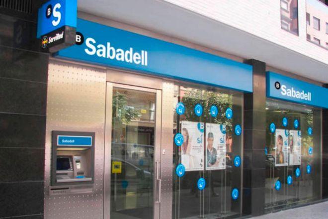 Sabadell estudia ajustar otros 2.000 empleos y busca alianzas de distribución en Europa