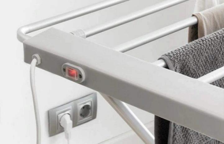 Tendederos y toalleros eléctricos para secar la ropa dentro de casa