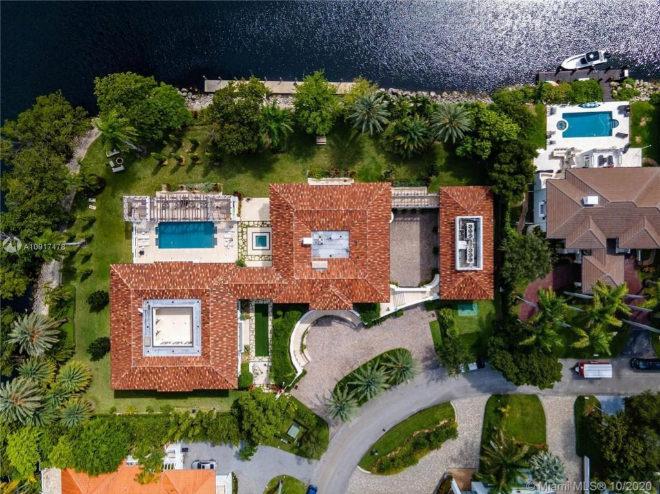 Vista aérea desde arriba de Villa Costanera.