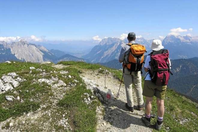 Material imprescindible para practicar trekking y caminar por rutas y senderos en la montaña