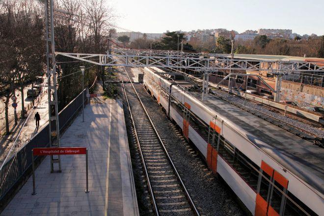 El plan incluye el soterramiento de las vías a su paso por L'Hospitalet de Llobregat. En la imagen, su actual estación.
