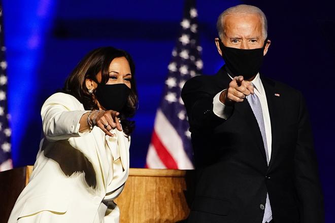 Kamala Harris, futura vicepresidenta de EEUU, junto a Joe Biden, futuro presidente.