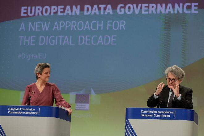 La vicepresidenta de la Comisión Europea, Margrethe Vestager y el...