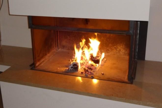 Chimeneas y estufas eléctricas para disfrutar del color y el calor del fuego sin tener que ir al pueblo