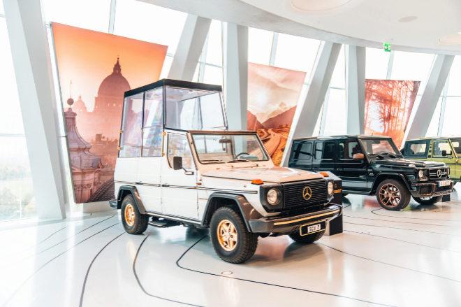 El Mercedes Clase G se transformó en papamóvil para la visita de Juan Pablo II a Alemania.