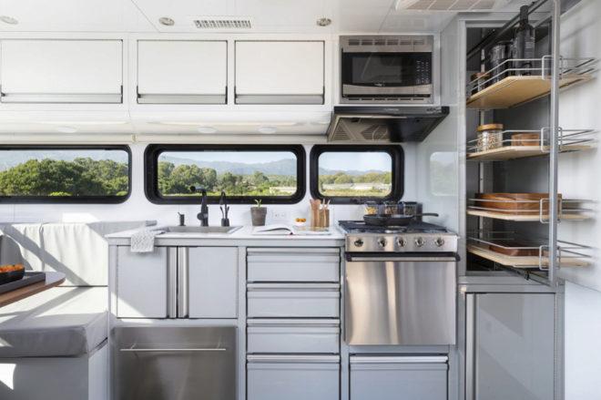 Vista de la cocina equipada con todo lo necesario.