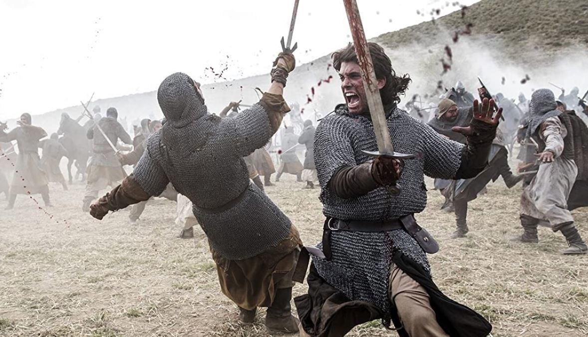 En esta imagen Jaime Lorente porta una espada diferente a la imagen promocional. © Amazon Prime
