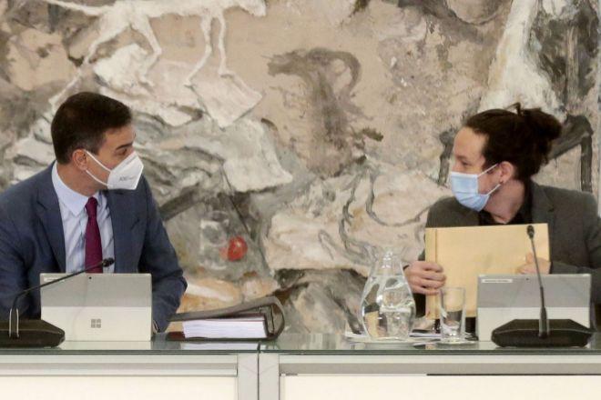 El presidente del Gobierno y secretario general del PSOE, Pedro Sánchez, junto al vicepresidente segundo y líder de Podemos, Pablo Iglesias, durante una reunión reciente del Consejo de Ministros.