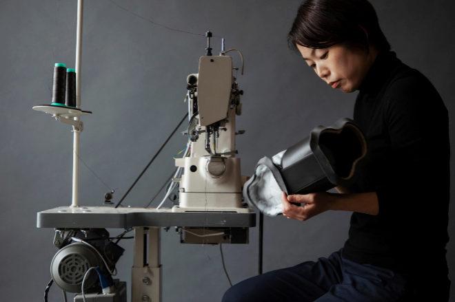 La intención de la firma japonesa Tsuchiya Kaban con este accesorio imposible es dar a conocer su maestría en la confección de bolsos.