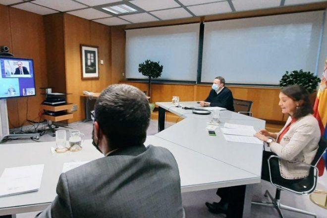 La ministra de Industria, Reyes Maroto, durante el encuentro previo a la firma del acuerdo, el pasado 26 de octubre.