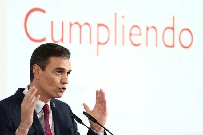 El presidente del Gobierno, Pedro Sánchez, durante la rueda de prensa para presentar el primer informe de rendición de cuentas de la coalición entre PSOE y Podemos.