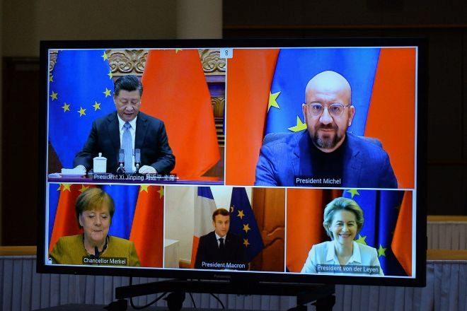 Los líderes europeos, en un momento de la videoconferencia que mantuvieron ayer con Xi Jinping.