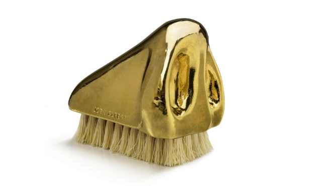 El práctico apéndice está chapado en oro.