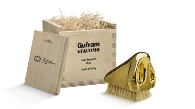El cepillo-nariz con la caja en la que se comercializa.