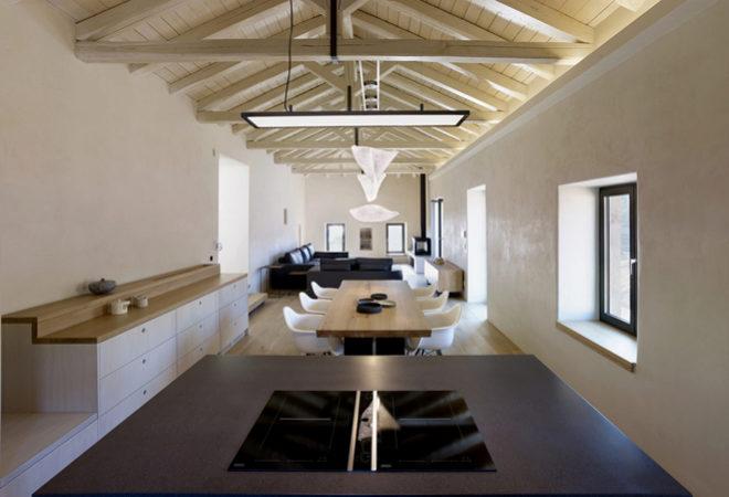Vista de la cocina abierta al comedor en la planta superior.