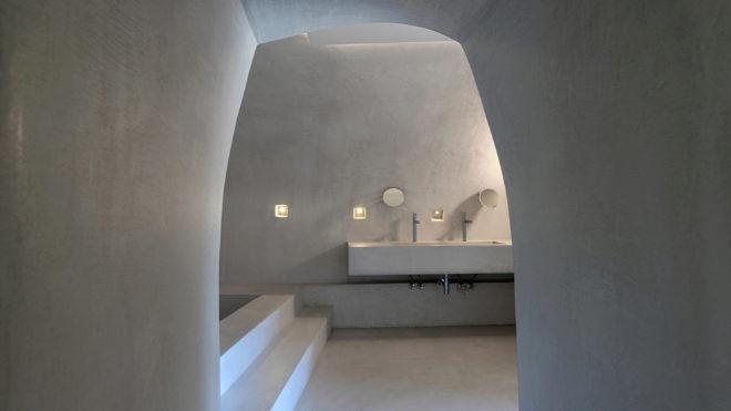 La sencillez y la calma son las notas dominantes en el interiorismo, como demuestra este cuarto de baño.