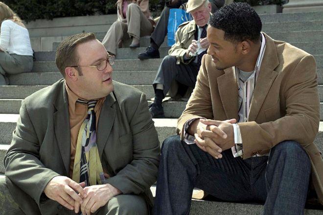 En la película Hitch (2005), Will Smith (derecha) es Alex Hitchens, un especialista en amor que orienta a Albert (Kevin James) para sacar todo su potencial y conquistar a la chica que le gusta. Aunque al principio se deja llevar por sus consejos, las indicaciones de Alex despertarán la iniciativa que Albert necesita para cumplir sus objetivos. En la empresa, la formación y la experiencia del 'coach' son el punto de partida para poner en marcha la dialéctica necesaria y provocar el autodesarrollo en el 'coachee' que, por sus propios medios, descubrirá sus carencias y virtudes profesionales para mejorar su carrera profesional.