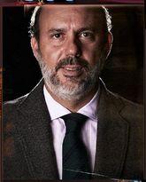 El propietario de Fulham defiende el uso de la corbata, con chaqueta,...