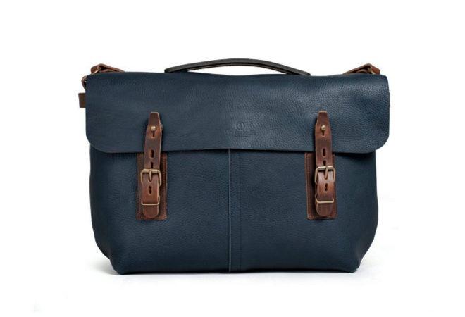 Lucien. Es posible llevarla en la mano o sobre el hombro. Permite llevar un portátil de hasta 15 pulgadas. 369 euros.
