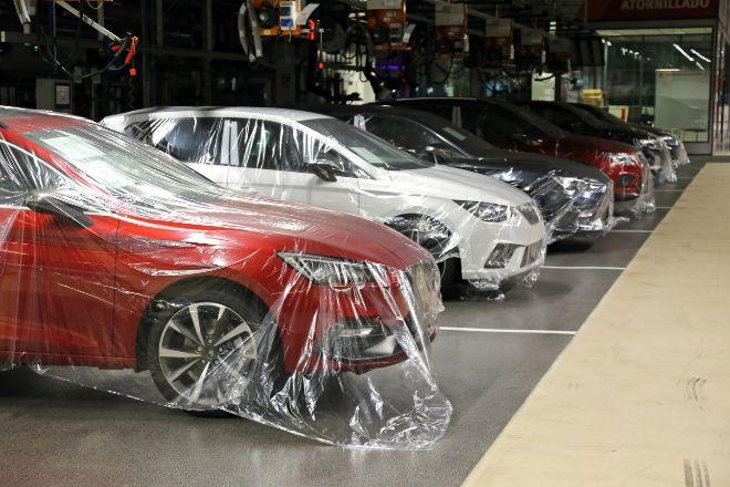 Vehículos listos en la fábrica de Seat en Martorell.