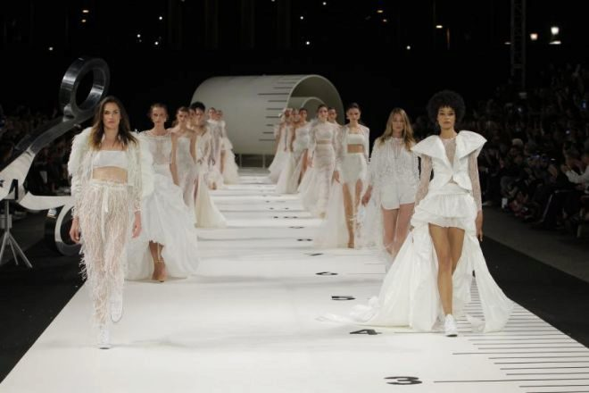Desfile de Pronovias en la Barcelona Bridal Fashion Week.