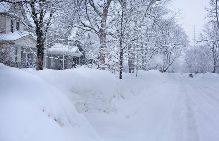 Palas, cubos, botas... Todo lo que necesitas para que la próxima nevada no te coja desprevenido