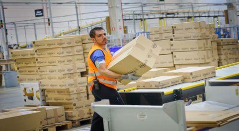 Centro logístico de Amazon en San Fernando de Henares, Madrid.