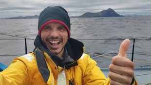 Costa posa junto al Cabo de Hornos. | ONE PLANET ONE OCEAN / VENDÉE...