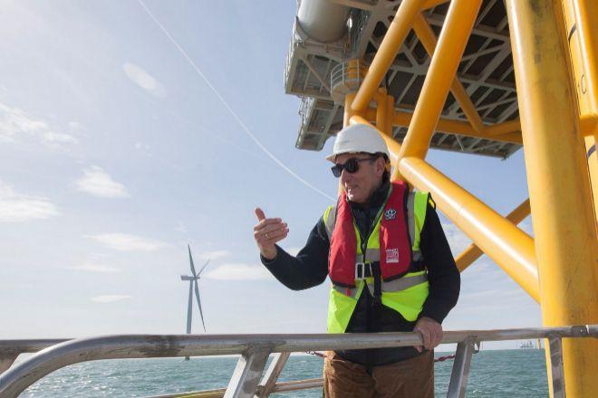 Ignacio Galán, presidente de Iberdrola, durante una visita al parque eólico marino West of Duddon Sands, en aguas del Reino Unido.