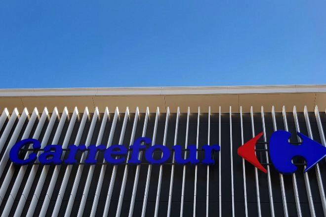 Couche-Tard ofrece 16.200 millones para adquirir Carrefour.