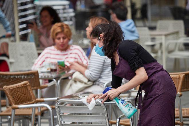La justicia navarra rechaza la prohibición de fumar en las terrazas de bares y restaurantes por el Covid