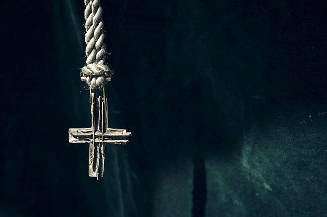 Cruz elaborada en bronce con la técnica de la cera perdida. 350 euros.