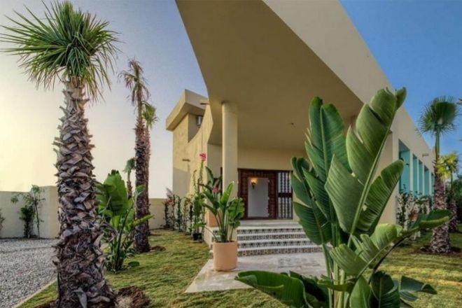 Su solarium con vistas al mar lo convirtieron en el estudio de un pintor y ahora es un hotel que busca dueño en Barbate (Cádiz). Consta de dos terrazas en la azotea, donde se puede construir una piscina y de 17 habitaciones, todas ellas con terraza privada y baños completos.Vende Addictions Real Estate a través de LuxuryEstate.com por 850.000 euros