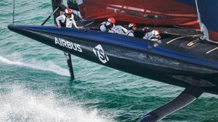 La tripulanción del AmericanMagic, este sábado en aguas de Auckland....