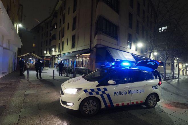 Controles policiales ayer en las calles de Valladolid el día de la entrada en vigor del toque de queda a las 20.00 horas por la crisis del coronavirus.