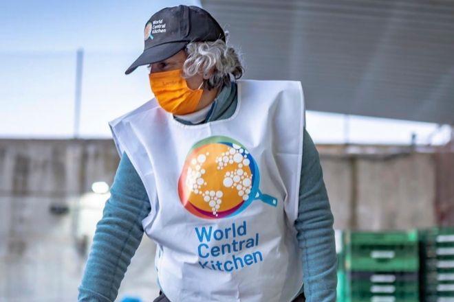 Pepa Muñoz, dueña de El Qüenco de Pepa, la pasada semana con la ONG World Central Kitchen en la emergencia provocada por 'Filomena'.