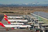 Foto de archivo de aviones de Iberia en la Terminal 4 del Aeropuerto...