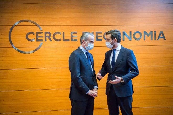 El presidente del Círculo de Economía, Javier Faus, y el líder del PP, Pablo Casado.